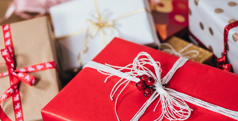 Kako da izaberete idealan praznični poklon za dragu osobu
